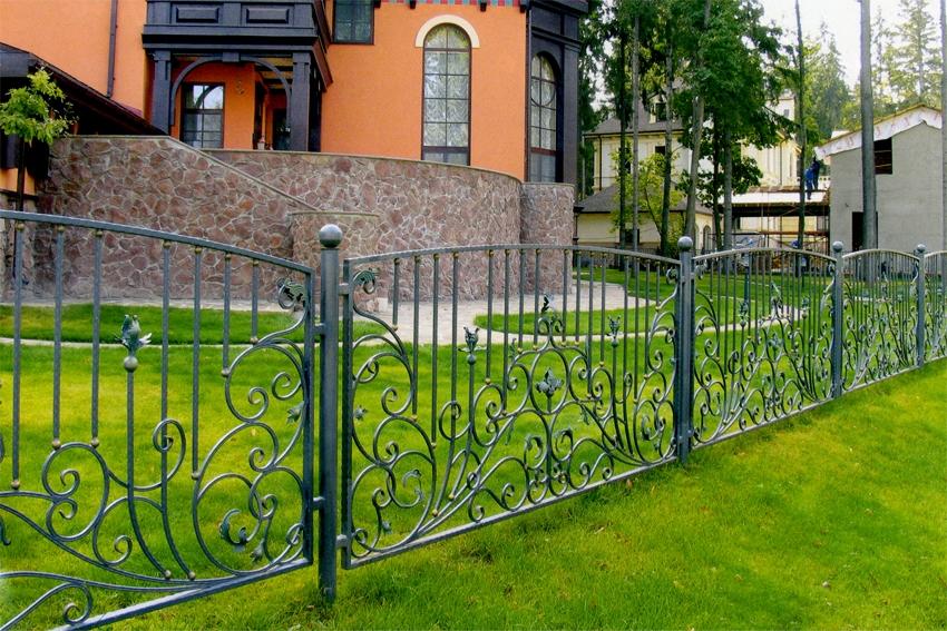 металлический забор в тюмени